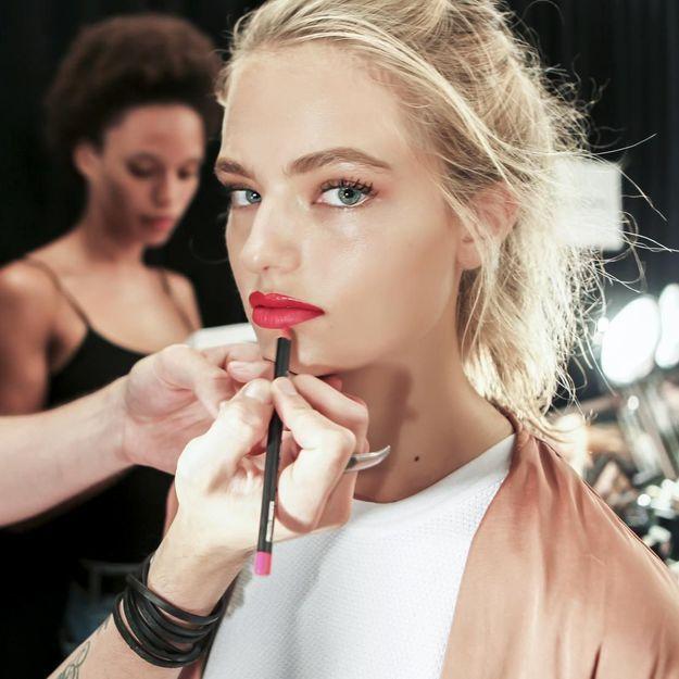 Les femmes se maquilleraient uniquement pour plaire : une étude américaine qui nous fait bondir