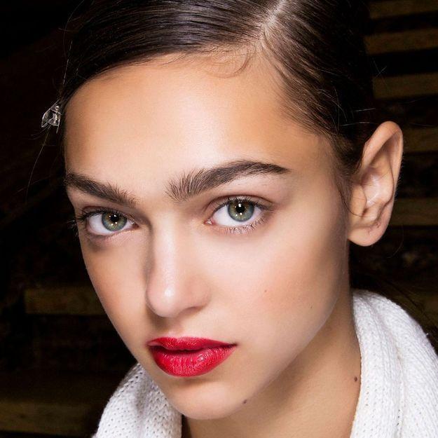 Quelle est cette nouvelle technique qui métamorphose les sourcils ?