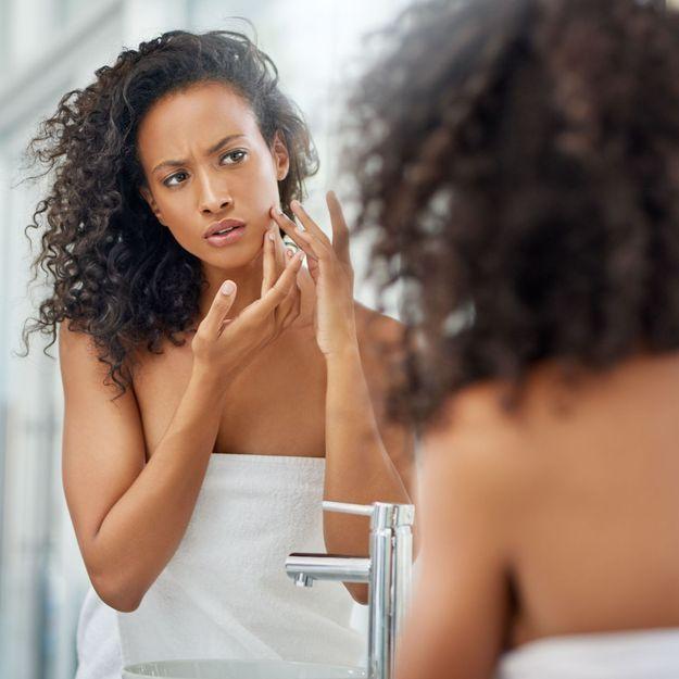 Comment l'anxiété affecte notre peau