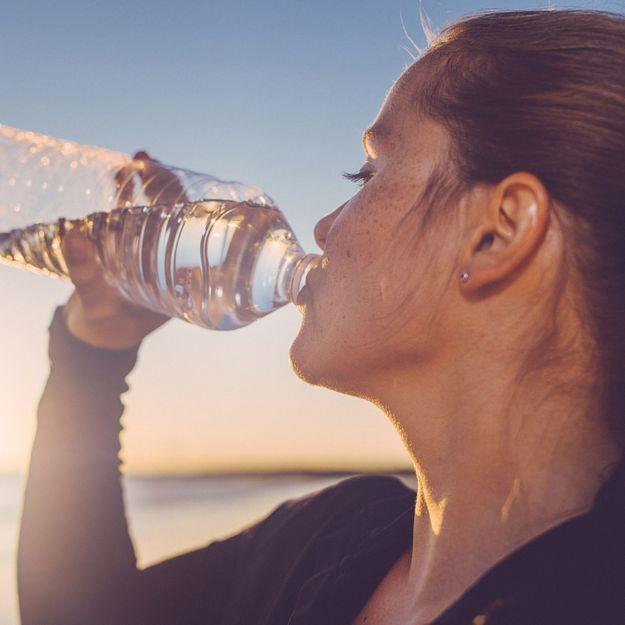 Elle boit de l'eau « Moon water » pendant une semaine, voici ce qui arrive