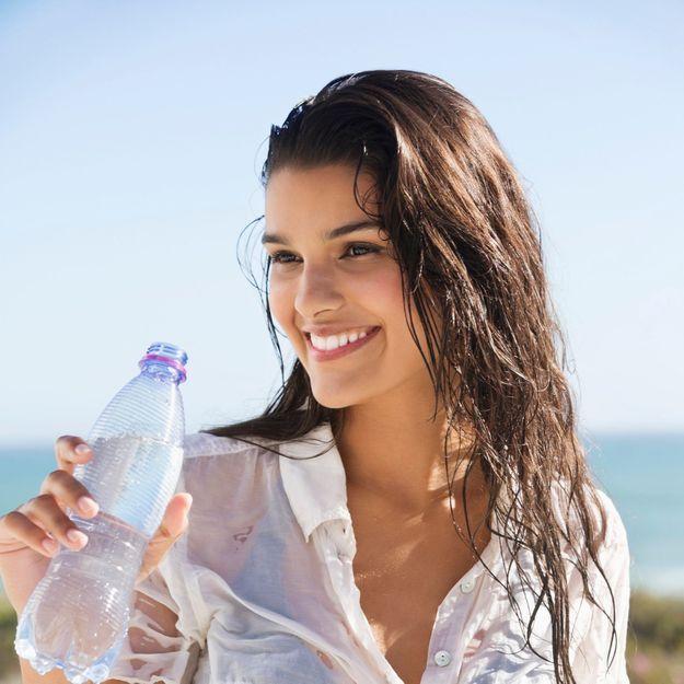 Elle ne boit que de l'eau pendant un mois, voici les résultats sur sa peau et son corps