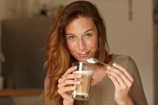 Elle arrête le café pendant trois mois, les effets sur sa peau sont surprenants