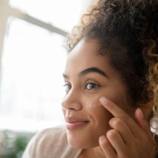 Pourquoi il est essentiel de porter un SPF en plus de son maquillage (même à l'intérieur)