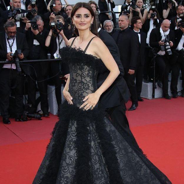 Cannes 2018 : la robe coincée et les bretelles capricieuses de Penélope Cruz