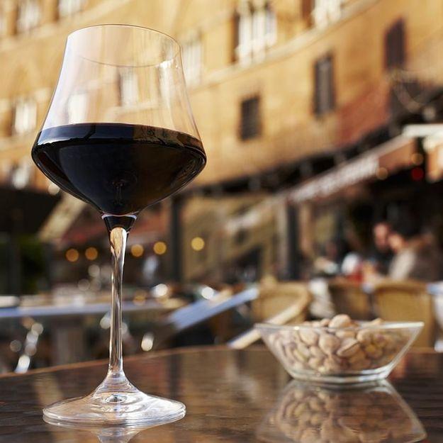 Incroyable, vin et cacahuètes seraient bons pour la santé, et c'est la science qui le dit !