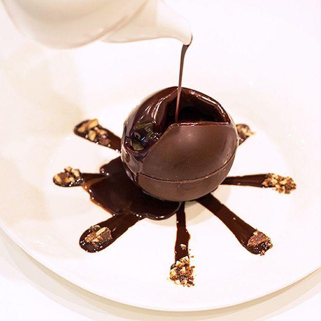 La sphère en chocolat, le dessert surprise