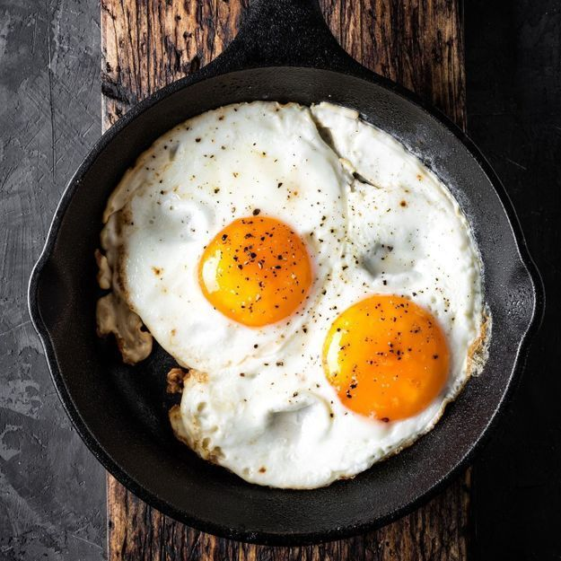 Cette manière de frire les œufs au plat est une bombe gustative