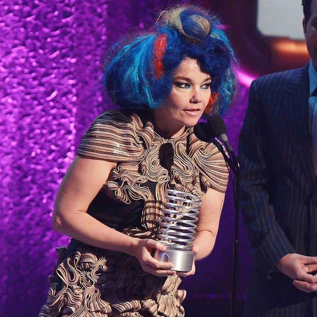 Victime d'un piratage, Björk avance la sortie de son album