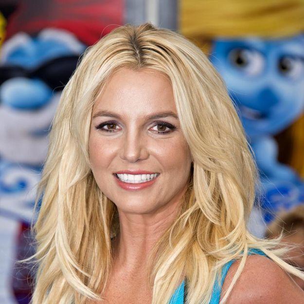 Britney Spears chante encore faux et amuse les internautes