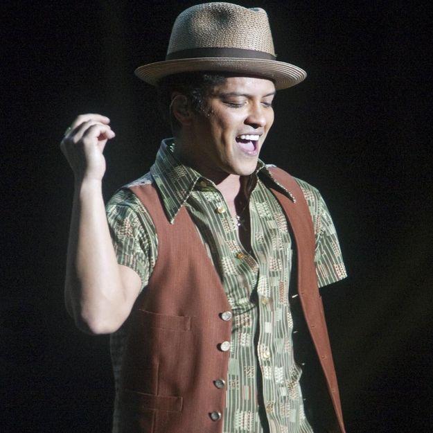 Bruno Mars : le premier live de « 24K Magic » sur la scène des MTV EMA !