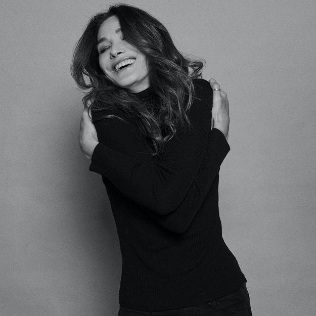 """""""Un grand amour"""" : Carla Bruni invite ses fans à envoyer des vidéos"""
