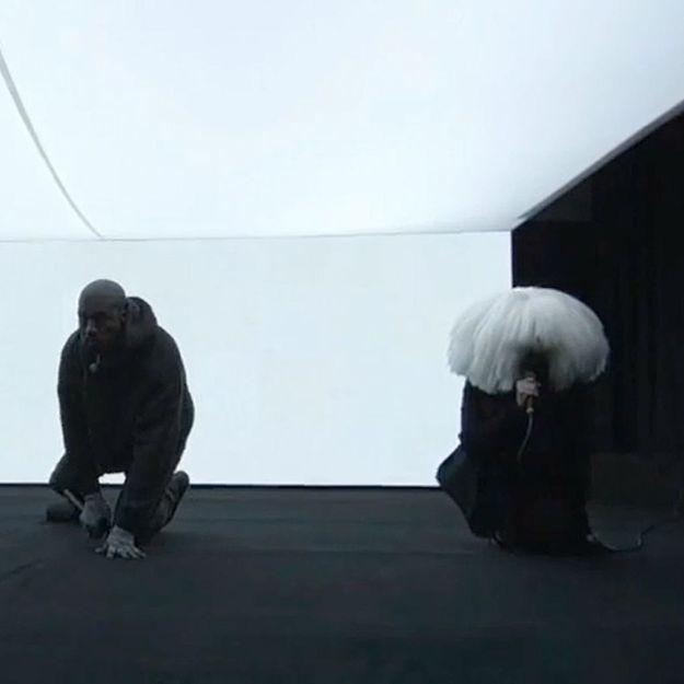 Kanye West et Sia interprètent «Wolves» sur le plateau du Saturday Night Live