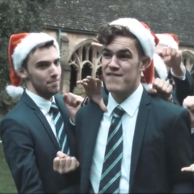 Prêt-à-liker : Oxford chante « All I Want For Christmas » pour la bonne cause