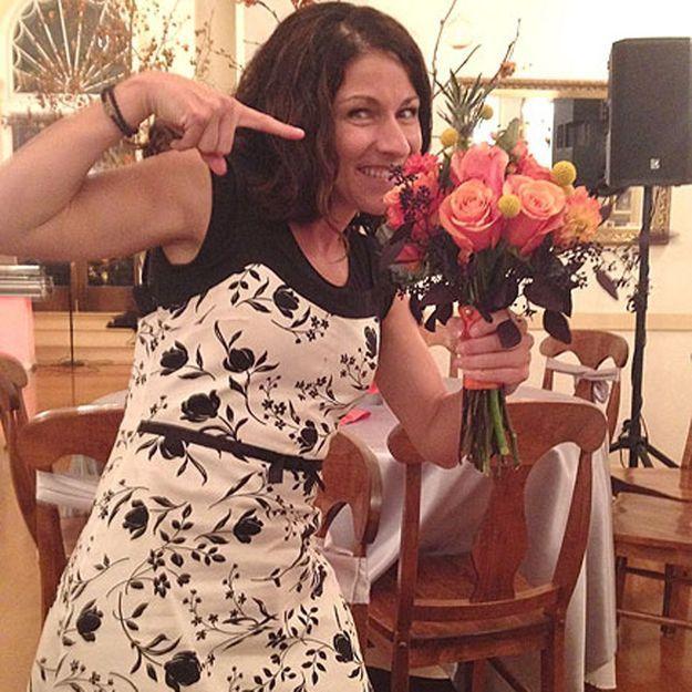 Cette femme a attrapé 46 bouquets de mariée et elle est toujours célibataire !