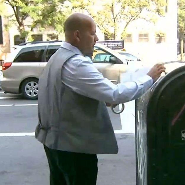 Pour trouver l'amour, il affiche 500 photos de lui dans tout New York !