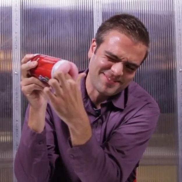 Vidéo : quand des hommes découvrent pour la première fois des sextoys