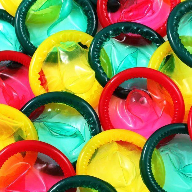 Biodégradable et non-allergène : des étudiantes élaborent le préservatif de demain
