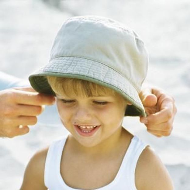 7dc69c2423 Enfants soleil : comment protéger ses enfants du soleil - Elle