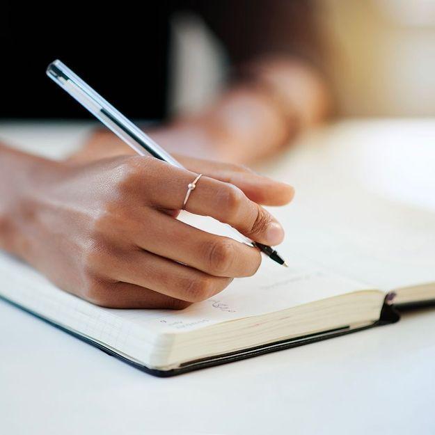 Journal de gratitude : apprendre à valoriser ses pensées positives à l'aide d'un carnet