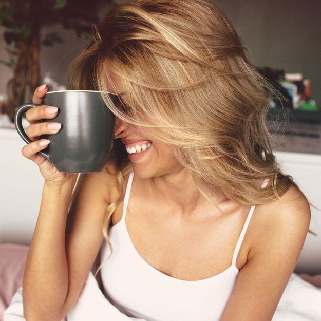 Voici pourquoi il ne faut jamais dormir avec un verre d'eau ou une tasse à côté de son lit