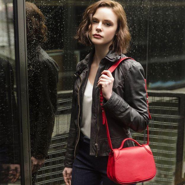 It pièce : Le sac en cuir rouge de Kate Lee