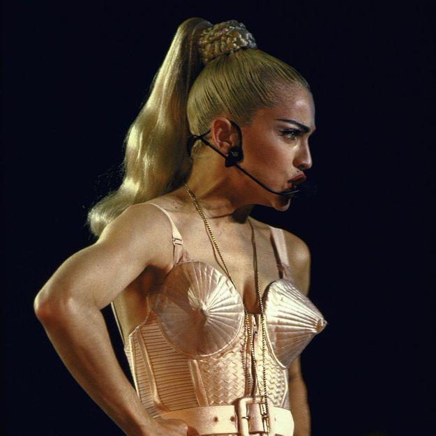 Le corset, l'histoire d'une mode controversée