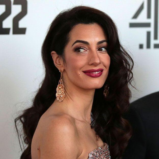 Amal Clooney : cette couleur inattendue qu'elle porte en total look