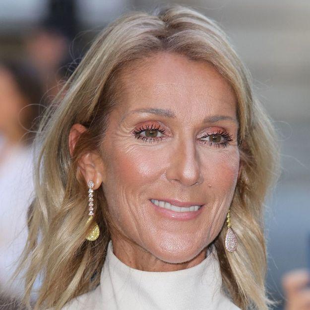 Céline Dion : elle porte une robe mariée éblouissante en plein concert