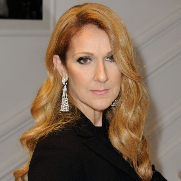 Céline Dion surprend avec un look félin pour son arrivée à la Fashion Week de Paris