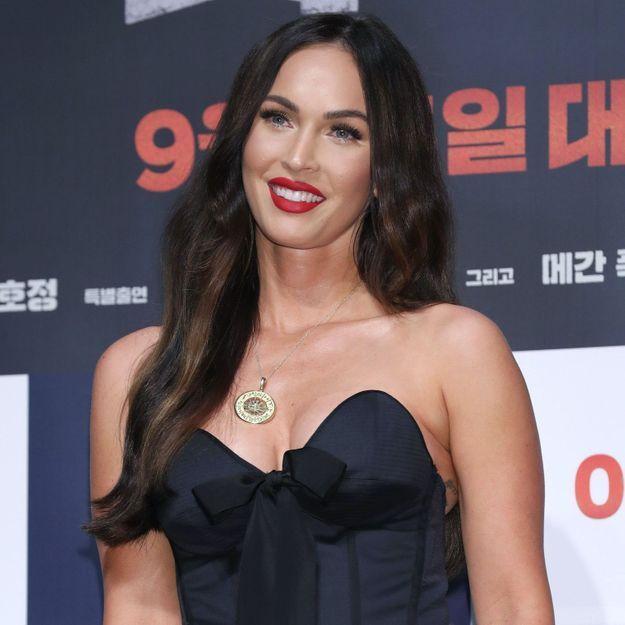 Megan Fox : elle porte le cardigan Jacquemus comme personne
