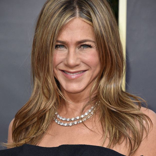 Emmy Awards 2020 : Jennifer Aniston sublime en petite robe noire