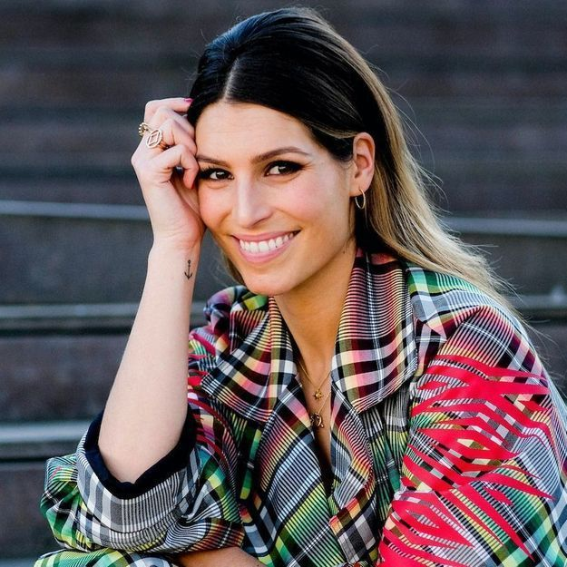 Fashion Week : Laury Thilleman surprenante et plus lookée que jamais