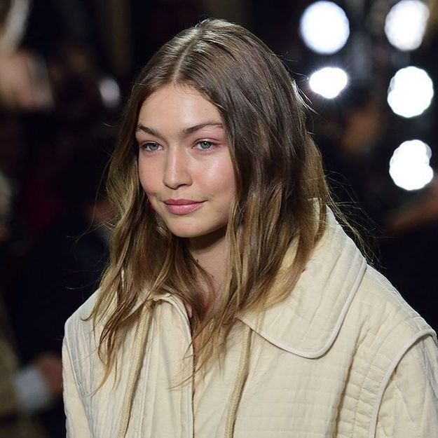 Gigi Hadid : ce top tendance à moins de 40 euros qu'elle ne quitte plus