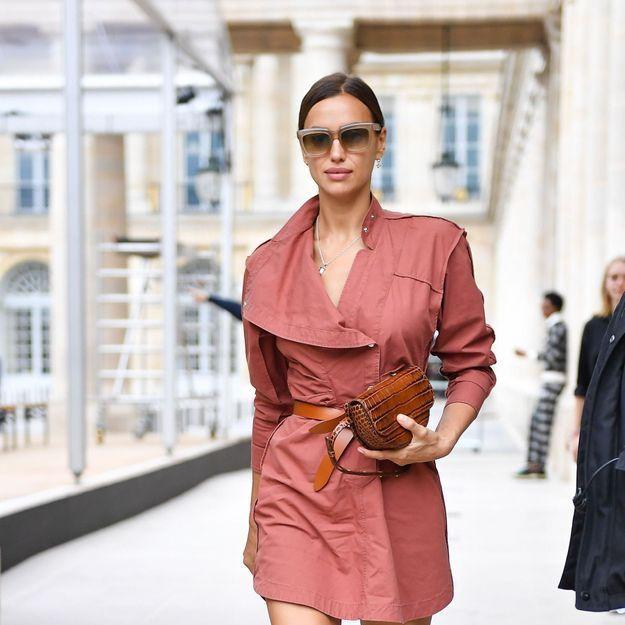 Irina Shayk porte les chaussures qui vont rendre tout le monde accro cette saison