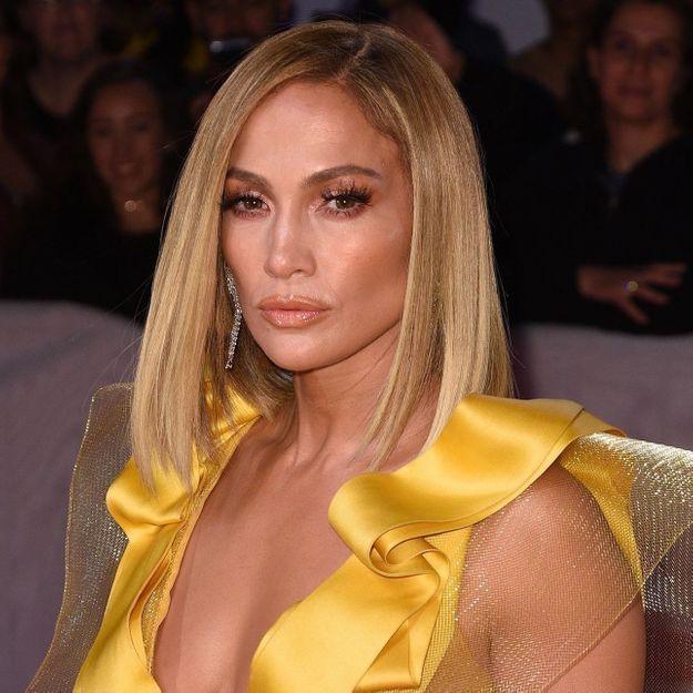 Jennifer Lopez repérée avec une sublime robe de mariée en plein New York