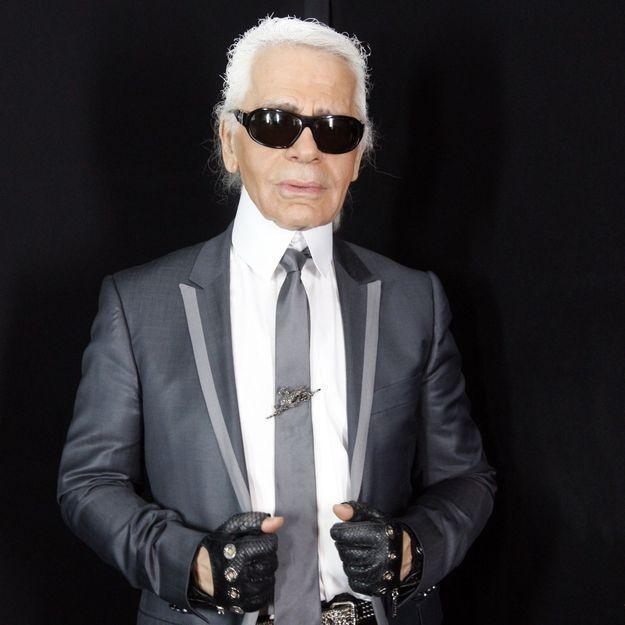 Karl Lagerfeld possédait plus de 1000 chemises blanches similaires