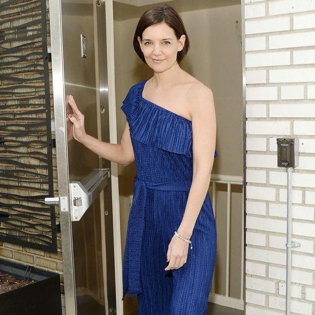 Katie Holmes, rayonnante en combinaison bleue