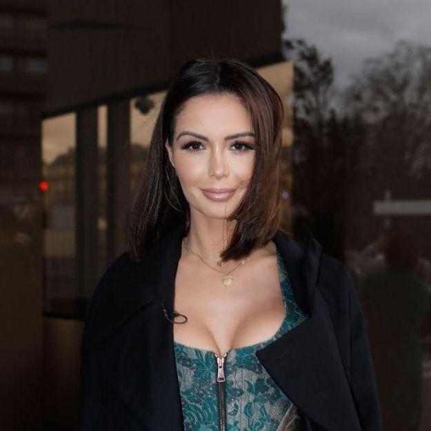 Nabilla : sexy en tenue transparente à la Fashion Week