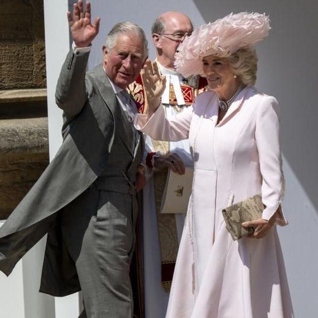 Pourquoi la tenue de Camilla Parker-Bowles divise tant ?