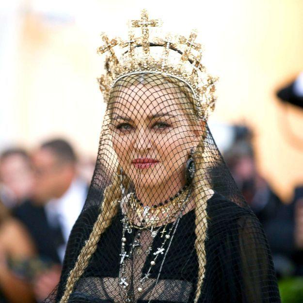 Pourquoi la tenue de Madonna pour son anniversaire fait-elle scandale ?