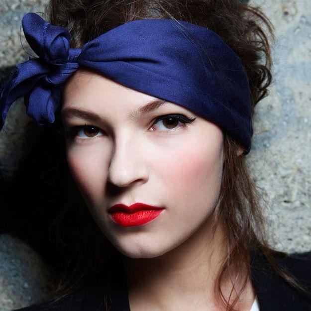 Foulard, serre-tête ou headband : 3 façons d'avoir une tête à la mode