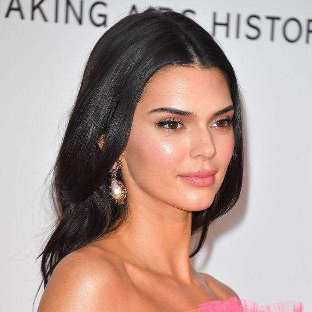 Kendall Jenner arbore la tendance pull la plus en vogue de l'année