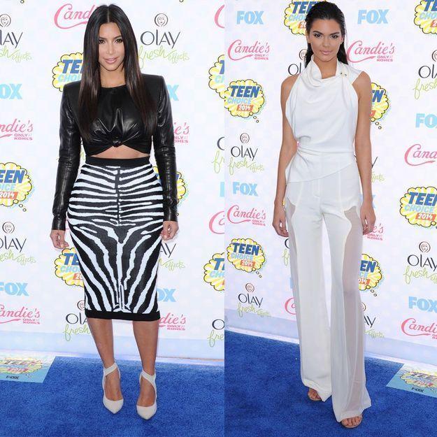 Kim Kardashian et Kendall Jenner, match de styles aux Teen Choice Awards
