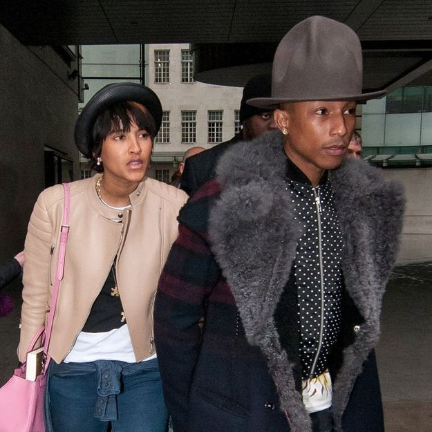 Pharrell Williams ne quitte plus son chapeau bizarre !