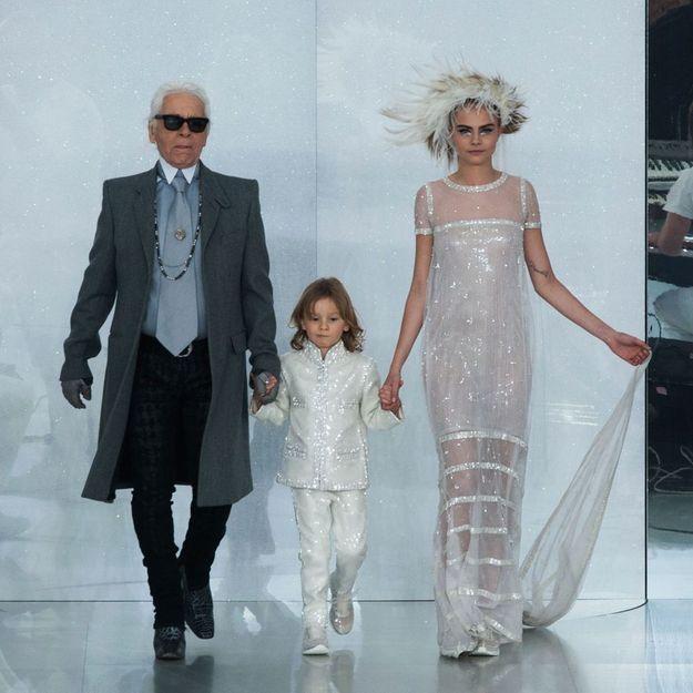 Vidéo : le canular de Cara Delevingne à Karl Lagerfeld