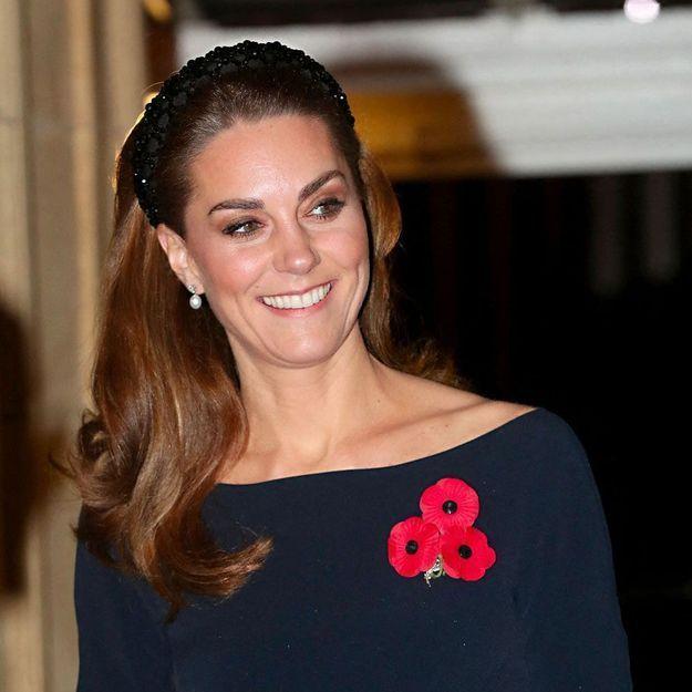 Kate Middleton : elle enfreint le protocole en présence de la reine