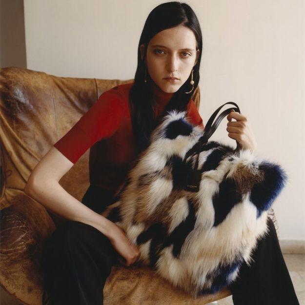 L'instant mode : le sac en fausse fourrure de Givenchy