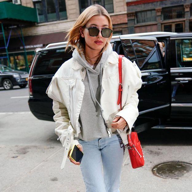 Le look cool d'Hailey Baldwin va nous faire aimer le hoodie (si ce n'est pas déjà fait)