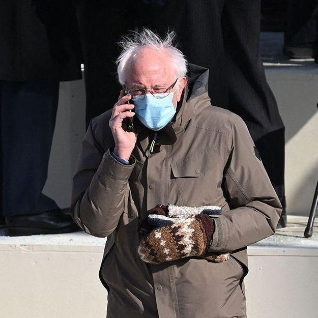 Les moufles, une nouvelle tendance signée Bernie Sanders ?