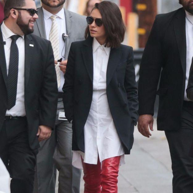 Mila Kunis : ses cuissardes rouges nous font de l'œil